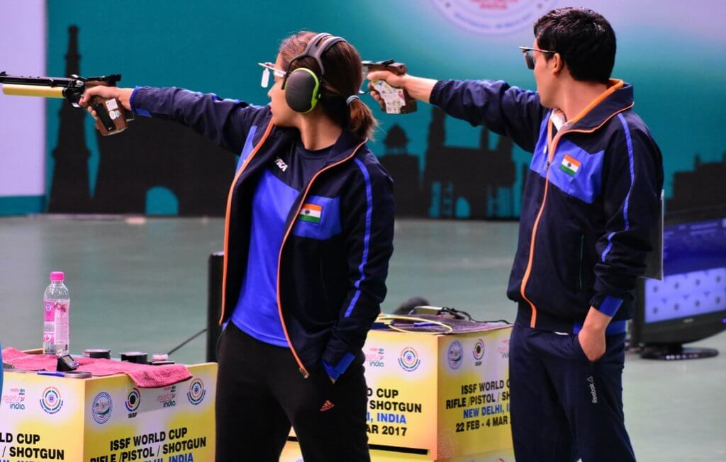 Heena Sidhu and Jitu Rai during the finals of 10m Air Pistol Mixed Team event at ISSF World Cup - New Delhi. Photo - indianshooting.com