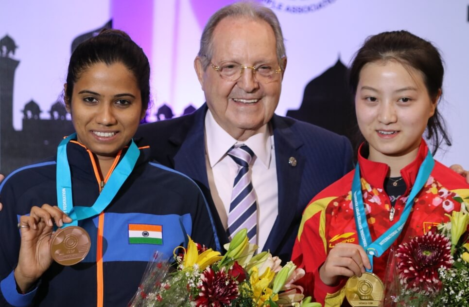 From left: Pooja Ghatkar, ISSF President Olegario Vazquez Rana and China's Shi Mengyao at ISSF World Cup. Photo - indianshooting.com