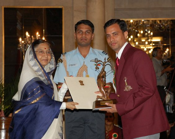 Sanjeev Rajput  receives Arjuna Award from President Pratibha Patel in 2010